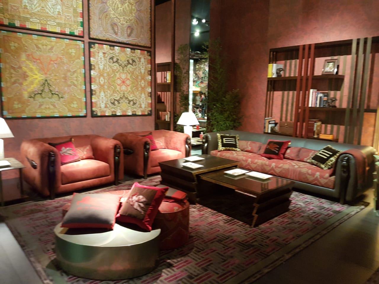 Etro presenta su línea de muebles en el salón del Milán