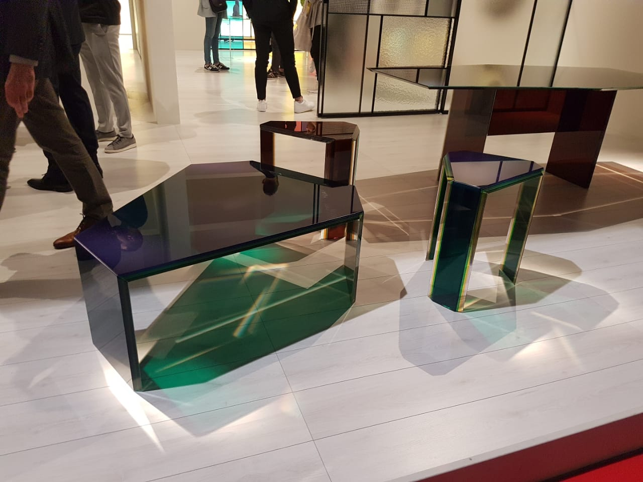 Mesas en Glass Italia diseñadas por Patricia Urquiola